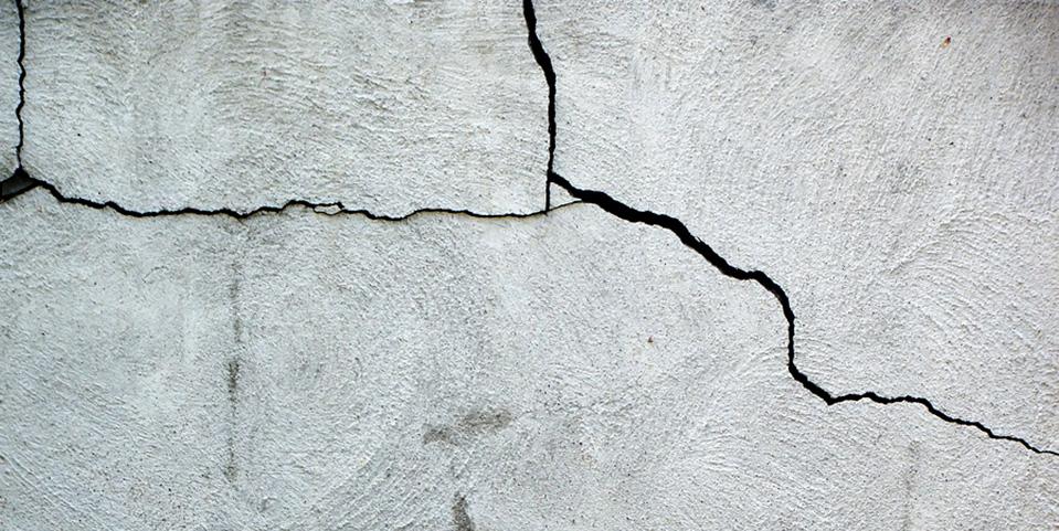 fix vertical crack in foundation